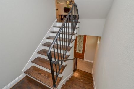 Entry4-stairsto2ndfloor